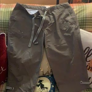 Women's Large Columbia Capris!